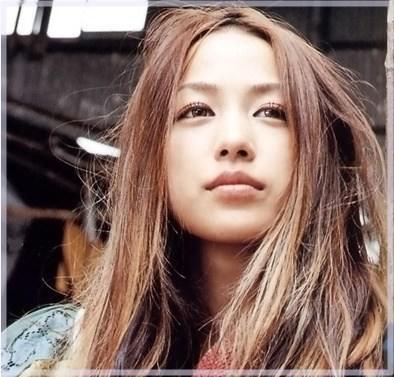 【画像】歌手の中島美嘉さん、原型をとどめていないwwww