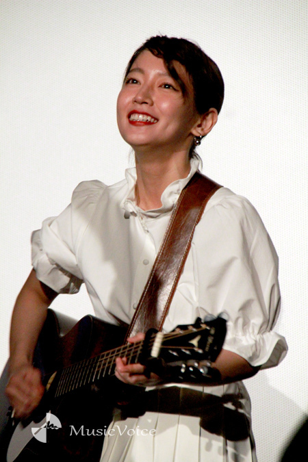吉岡里帆 予想外に歌うまかったwww『FNS歌謡祭』で初歌唱!「すげ!」「うた上手いな!」