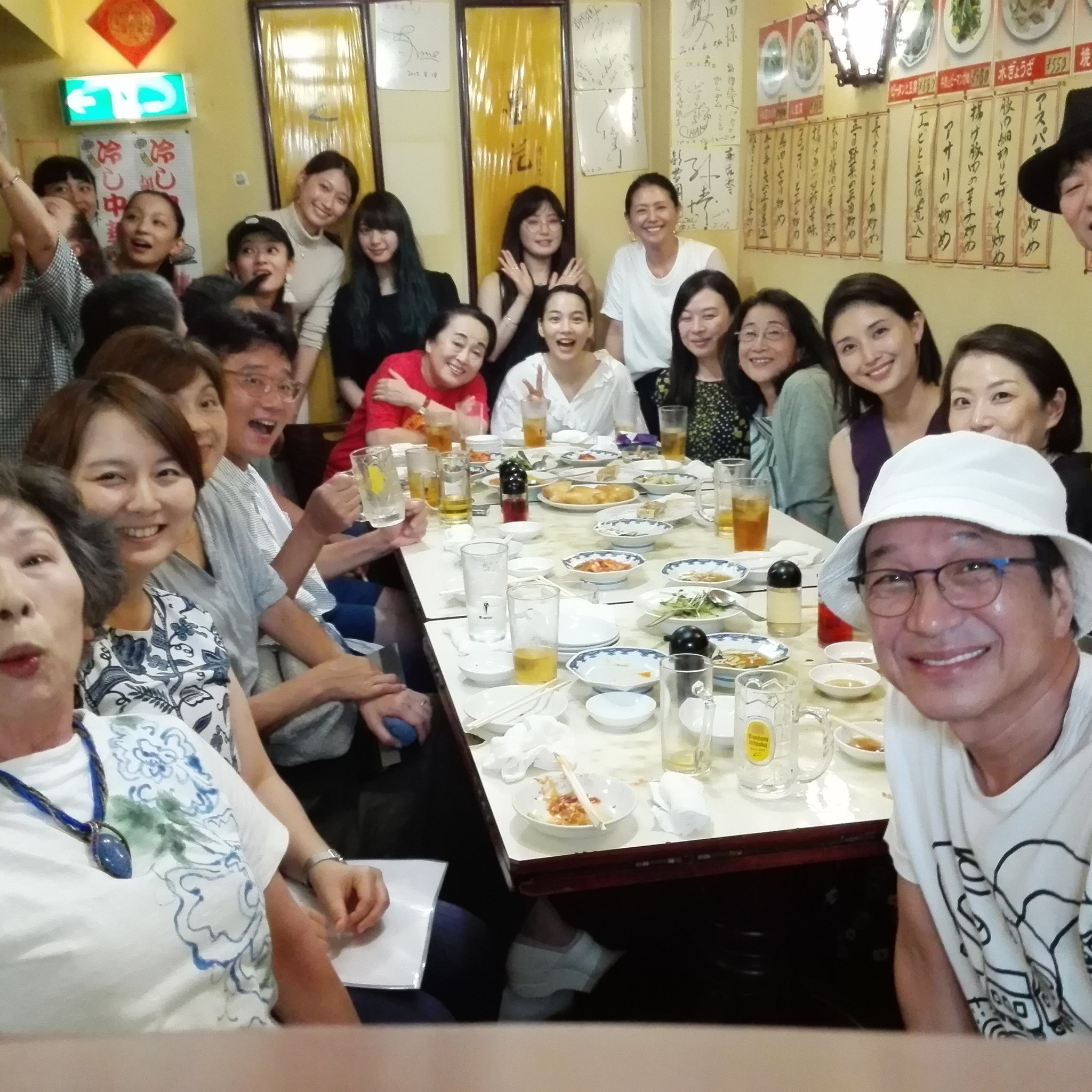 【画像】1流芸能人が集結して安そうな中華屋で会食