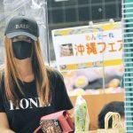 深田恭子 買い物客を釘付けにする黒マスク&ミニスカ姿