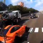 【動画】暴走ポルシェ追突事故のドラレコ映像がヤバイwwwwwwwwwwwwwwwww